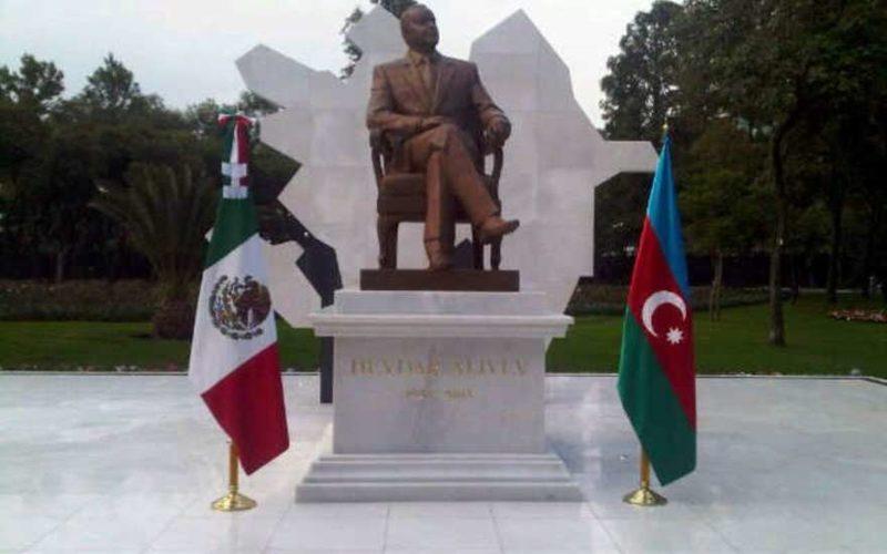 В Волгограде парк назовут именем Баку и установят там памятник Алиеву