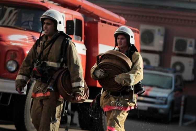в Казани загорелся склад