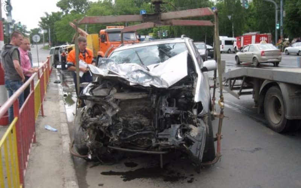 В Нижнем Новгороде БМВ протаранил микроавтобус
