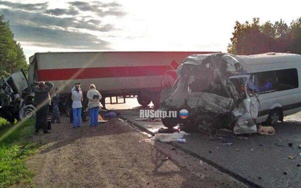 Место страшной автокатастрофы в Смоленской области