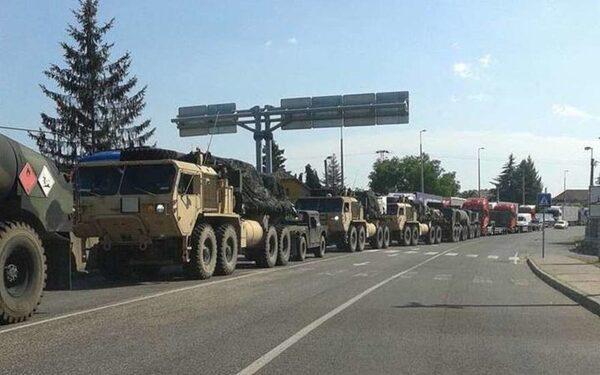 Военный конвой на границе Украины