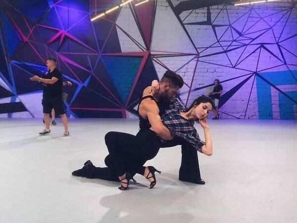танцовщики в шоу Танцы