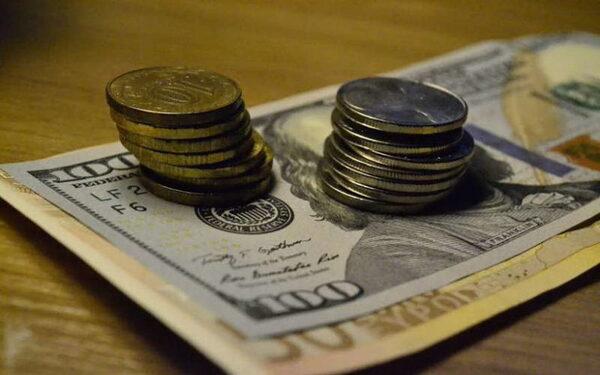 Курс доллара и евро в Москве на сегодня 11.06.2015 «падает», рубль потихоньку «растет», прогноз экспертов относительно «деревянного» и «зеленого конкурента» оптимистичный. Мнение экспертов относительно рубля на ближайшее время.