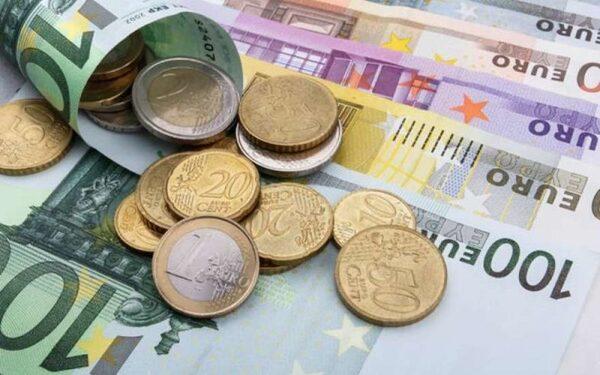 Курс доллара и евро в Москве на сегодня 04.06.2015 «расстреливает» рубль, прогноз  экспертов на летние месяцы. Мнение экспертов относительно рубля, нефти, доллара и евро. Информация от Сбербанка.