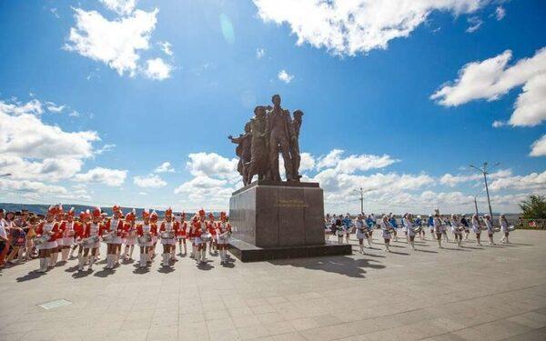 День города Комсомольска-на-Амуре 12 июня 2015 года – город юности сразится за «Кубок Солнца», побывает на «Рейве Гагарина» и увидит салют из 150 залпов