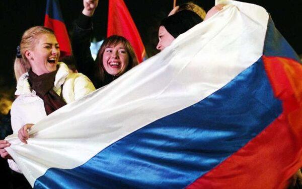 12 июня 2015 года Москва отметит День России – на Красной Площади выступят любимые артисты, ВДНХ превратится в порт, фильм «Батальон» покажут в парках