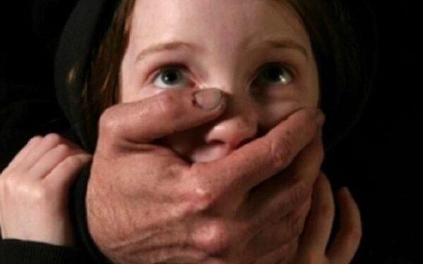 изнасиловал ребенка
