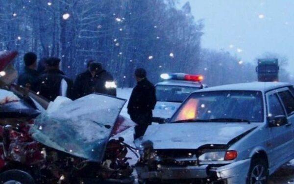 На дороге из Брянска в Новозыбково  машины столкнулись лоб в лоб