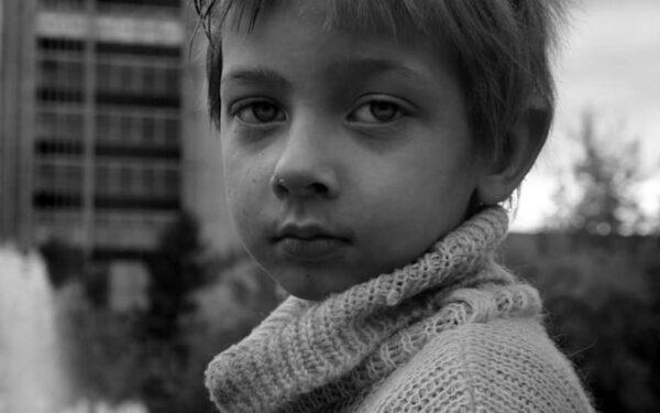 Мальчик задушил себя шарфом