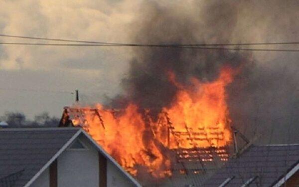 В Смоленской области подожгли дома в дачном поселке Вишенка