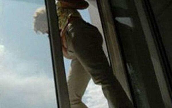 В Волгоградской области 21-летняя заложница выпрыгнула из окна 4 этажа