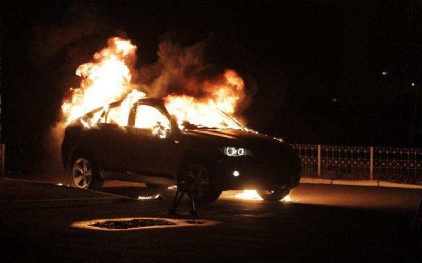 На проспекте Тореза в Петербурге сгорел BMW