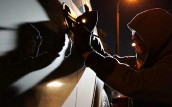 Неизвестный угнал на юге Москвы BMW за 2,5 миллиона рублей