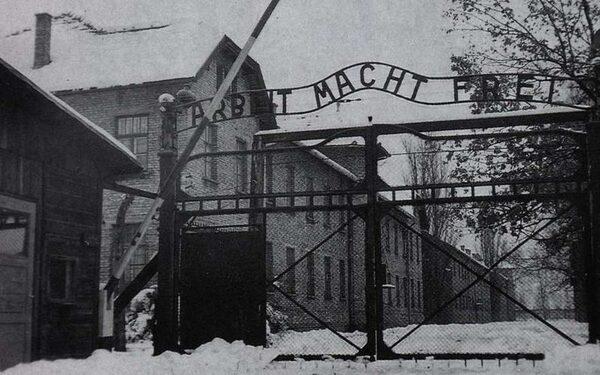 МИД России отреагировал на заявление Польши, что Освенцим освободили украинцы