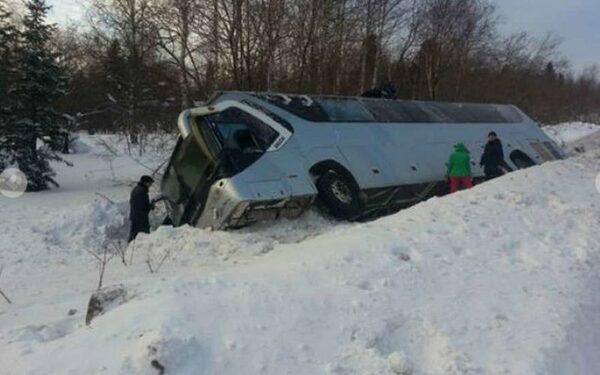 В Красноярском крае съехал в кювет пассажирский автобус
