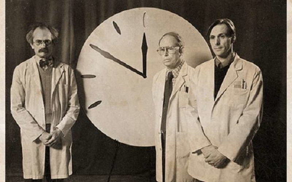 Стрелка часов Судного дня была сдвинута на две минуты вперед к ядерной полуночи