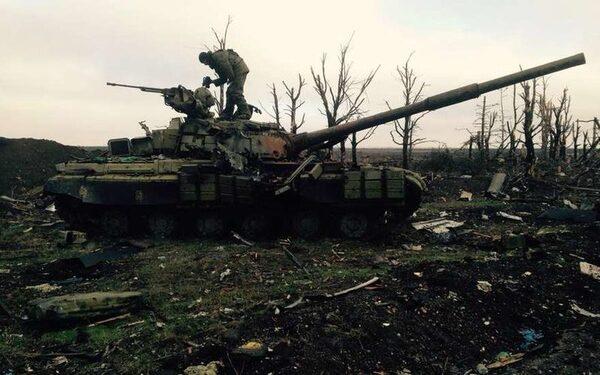 Снаряд попал в автобус в Донецке