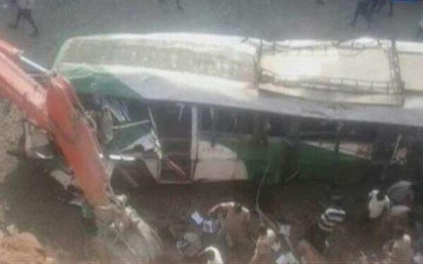 В Индии пассажирский автобус упал в овраг, 11 человек погибли, 25 ранены