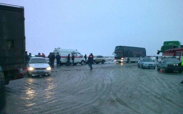 В Ленобласти ДТП автобуса и грузовика, трое пострадали