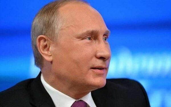 Путин посетил выставку общественных проектов и нарисовал рожицу