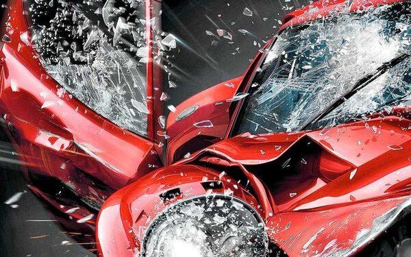 В Кронштадте машина врезалась в стену