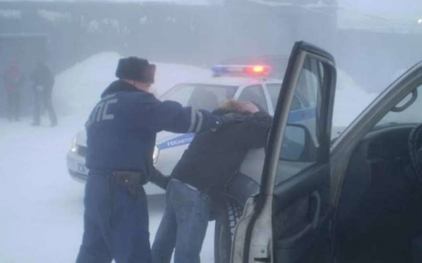 Брянские инспекторы ГИБДД задержали водителя такси-наркомана