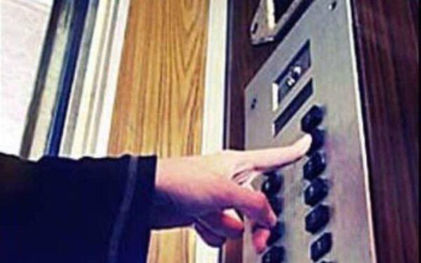 извращенец в лифте