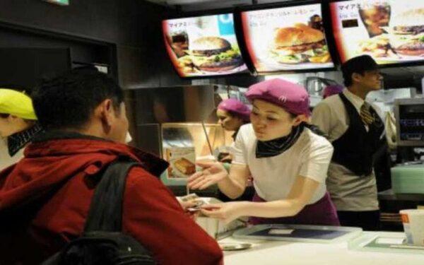 В японском McDonald's куриные наггетсы содержат пластик