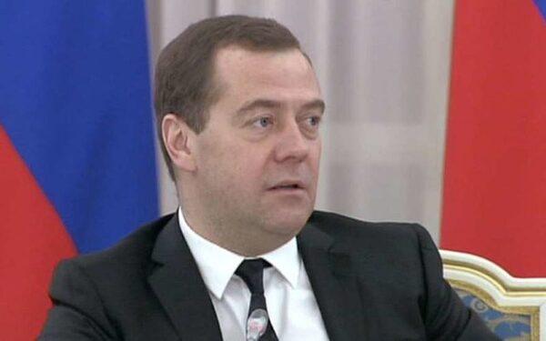 Медведев о помощи Украине