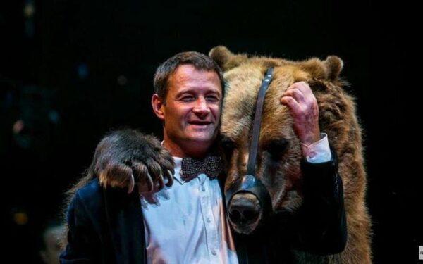 Медведь Тима с хозяином