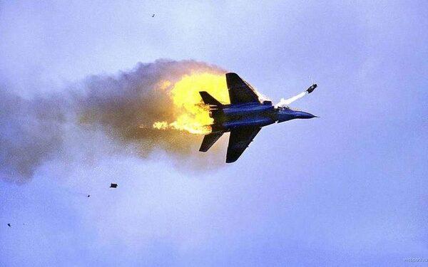 Пилот разбившегося истребителя успел катапультироваться