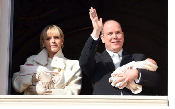 Князь и княгиня Монако впервые показали близнецов