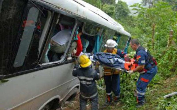 В Перу автобус упал в овраг