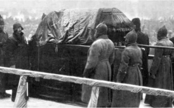 Кадры видео хроники похорон Ленина можно смотреть всем