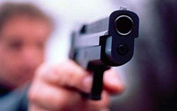 Студент выстрелил в сокурсницу