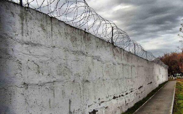 в луганской области после обстрела из колонии сбежали заключенные