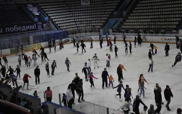 В Ростове на катке Ice Arena мальчику отрезало палец коньком