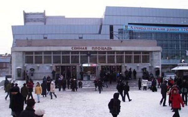"""В переходе между """"Садовой"""" и """"Сенной площадью"""" нашли странную сумку"""