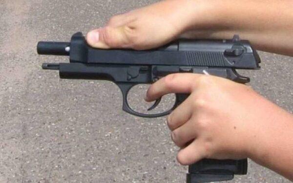 В Прикамье школьник играл с пневматическим пистолетом и подстрелил друга