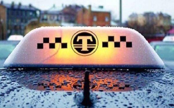 В Питере таксист ограбил пассажира