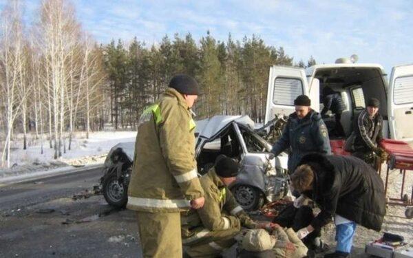 В Югре в ДТП с УАЗом и Приорой погиб водитель легковушки