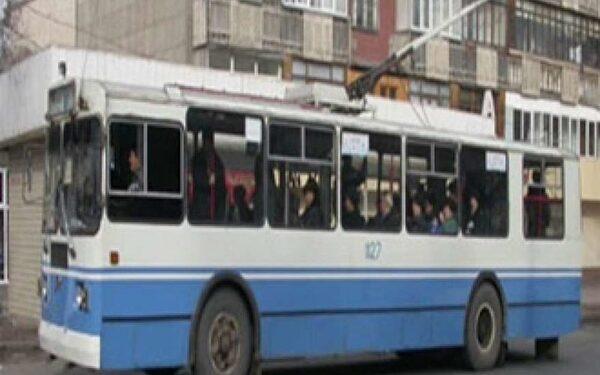 В Саранске старушка выпала из движущегося троллейбуса
