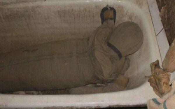 Сын убил мать электрокипятильником в ванне