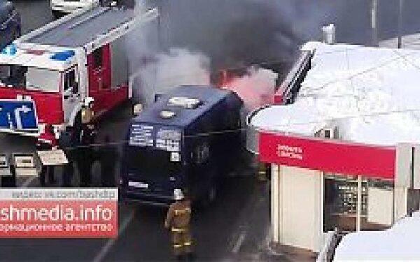В Уфе на улице Цюрупы загорелся пассажирский автобус