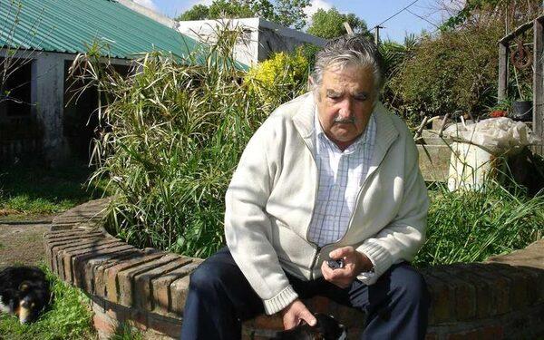Хосе Мухика потратил 550 тысяч долларов на благотворительность