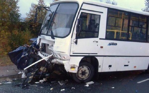 На Южном Урале легковушка столкнулась с рейсовым автобусом: двое погибли