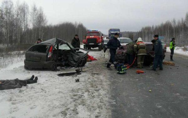 В лобовом ДТП на М-4 «Дон» один человек погиб, четверо пострадали