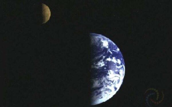 Галиллео запечатлел систему Земля-Луна