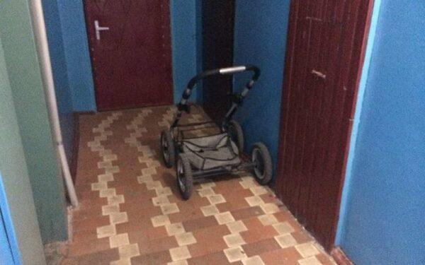 В Ростове пьяная мать выгнала 5-летнюю дочь в холодный подъезд