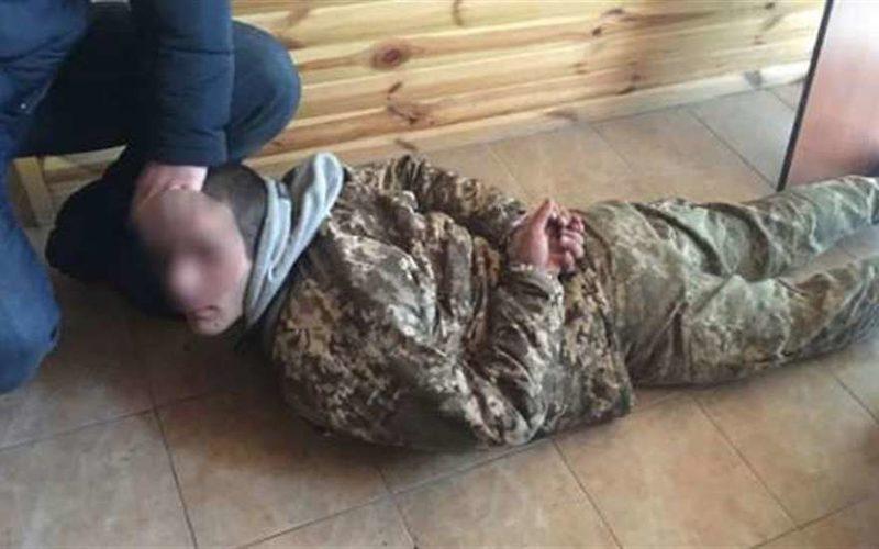 Страшная народная месть: под Киевом бывшего АТОшника избили и заставили рыть себе могилу